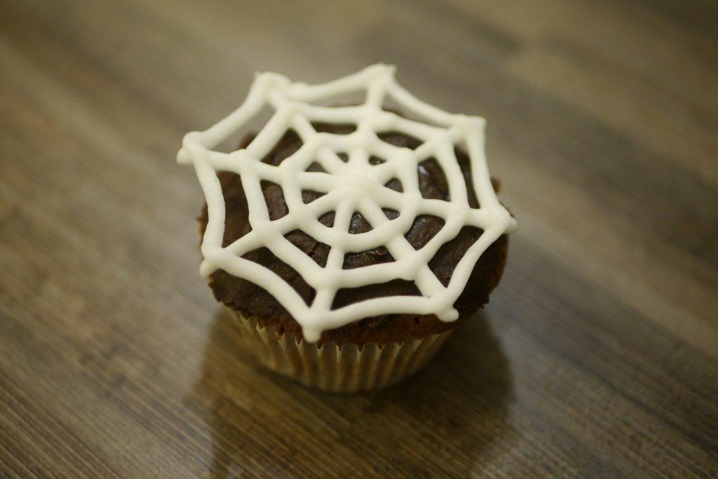 Cupcake mit Spinnennetz