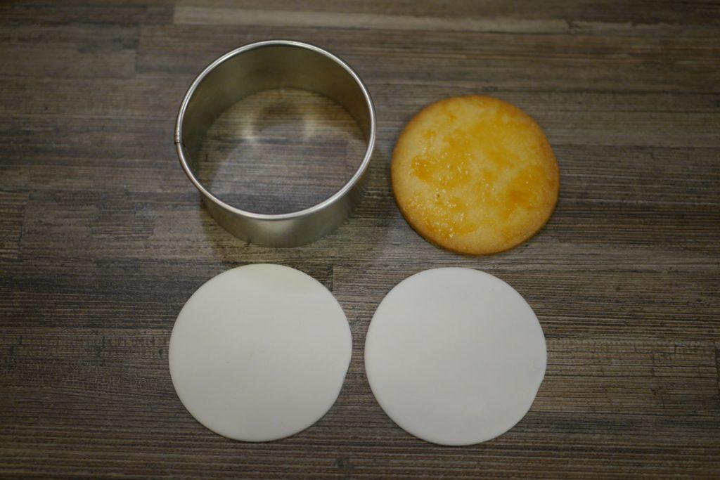 Keks mit Fondant und Ausstecher